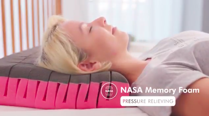 仰向け・横向・どんな寝姿勢でも超快適!いびき防止にも。無重力枕The Cubes