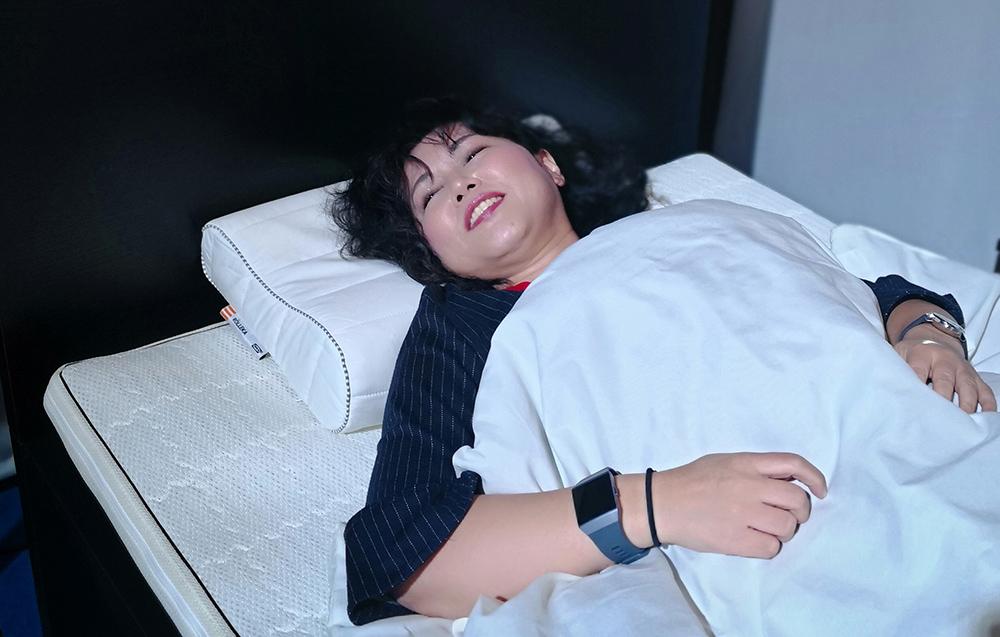 IKEAの枕で寝るわたし