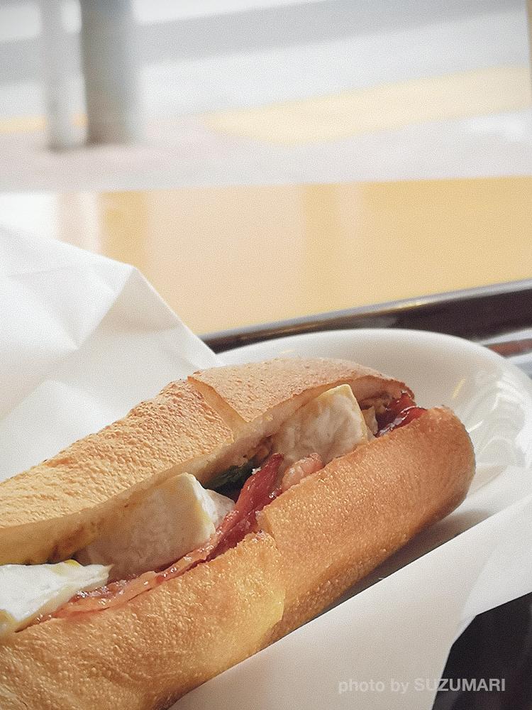 エクセルシオールカフェのコーンドビーフ&カマンベールチーズ