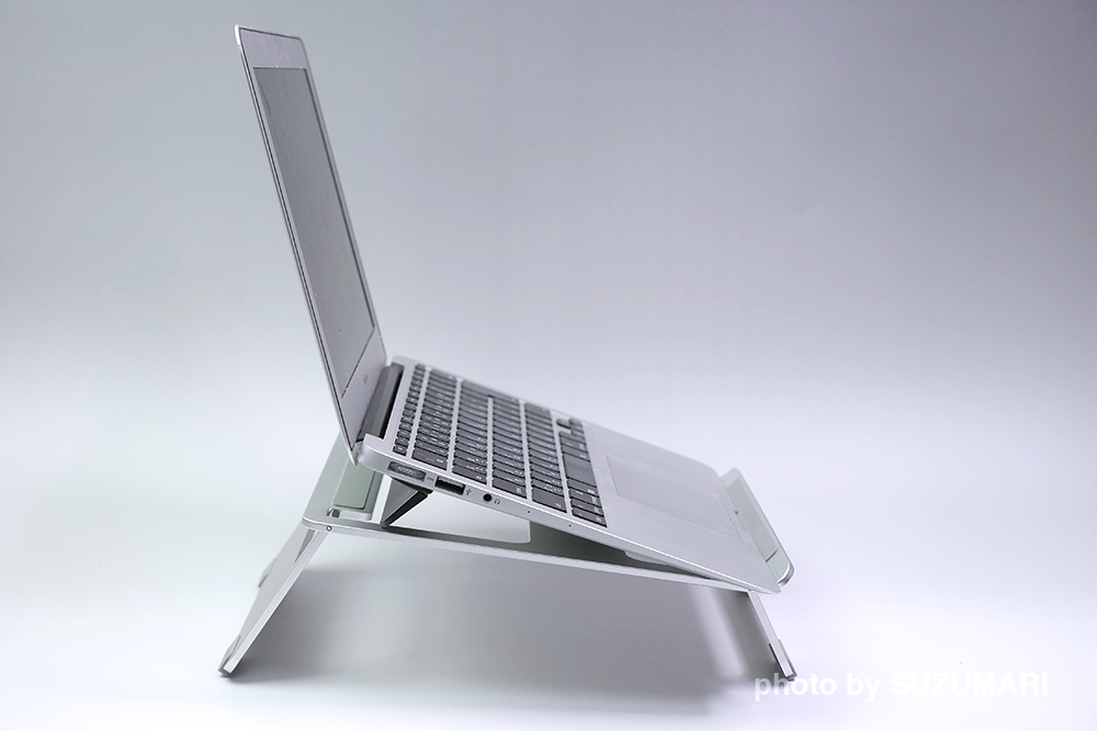 ノートパソコンスタンドとBluelounge Kickflip MacBook Pro用