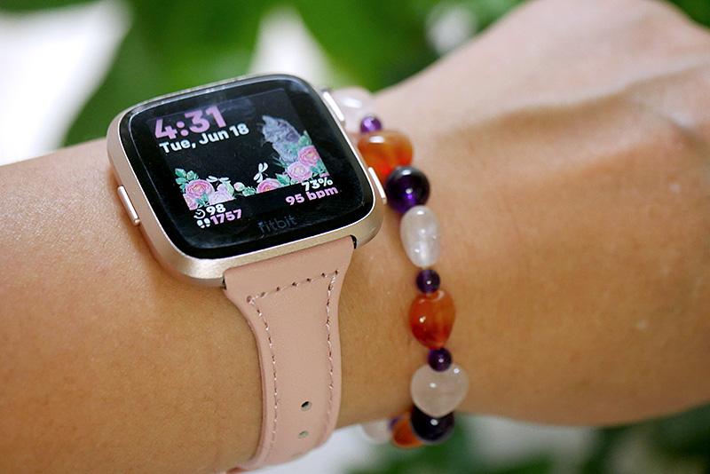 Fitbit Versa用の細身のピンクベルト