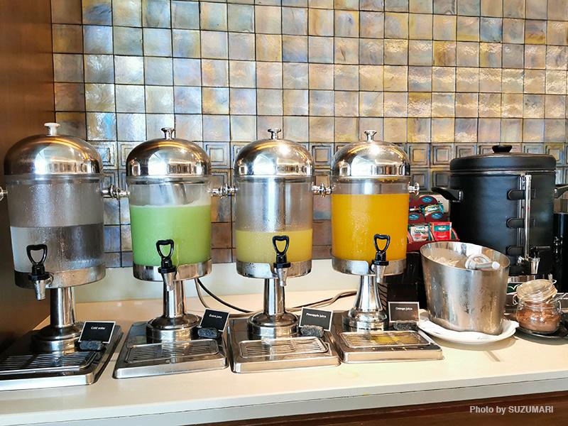 水、グァバ、パイナップル、オレンジ(構成は日替わり)のフレッシュジュースが飲み放題
